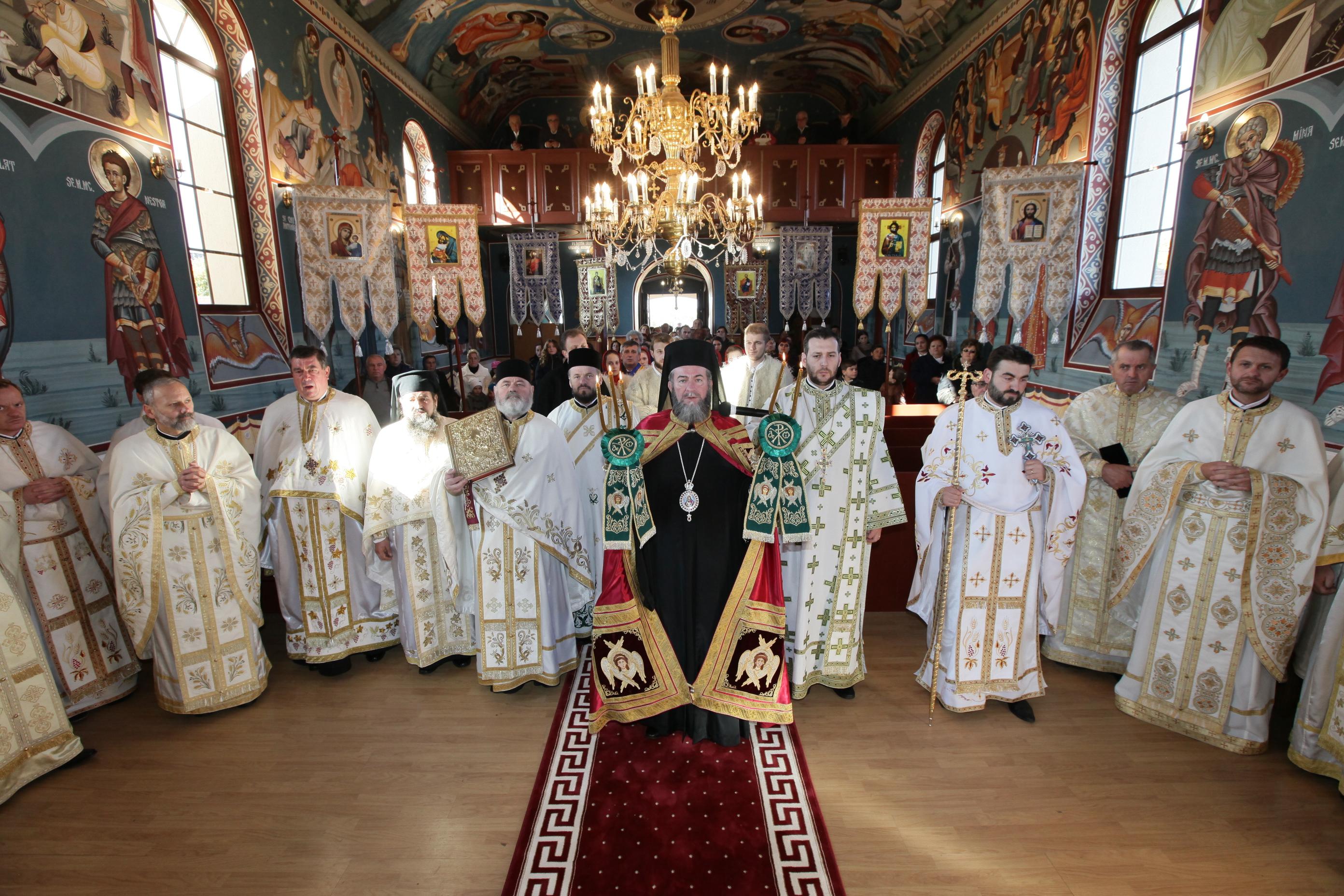 Sfințitea picturii bisericii din Măriuș